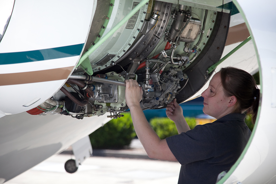 Take advantage of the many capabilities of Global Aviation's Maintenance Department